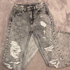 NWOT American Eagle Ripped Boyfriend Cut Jeans